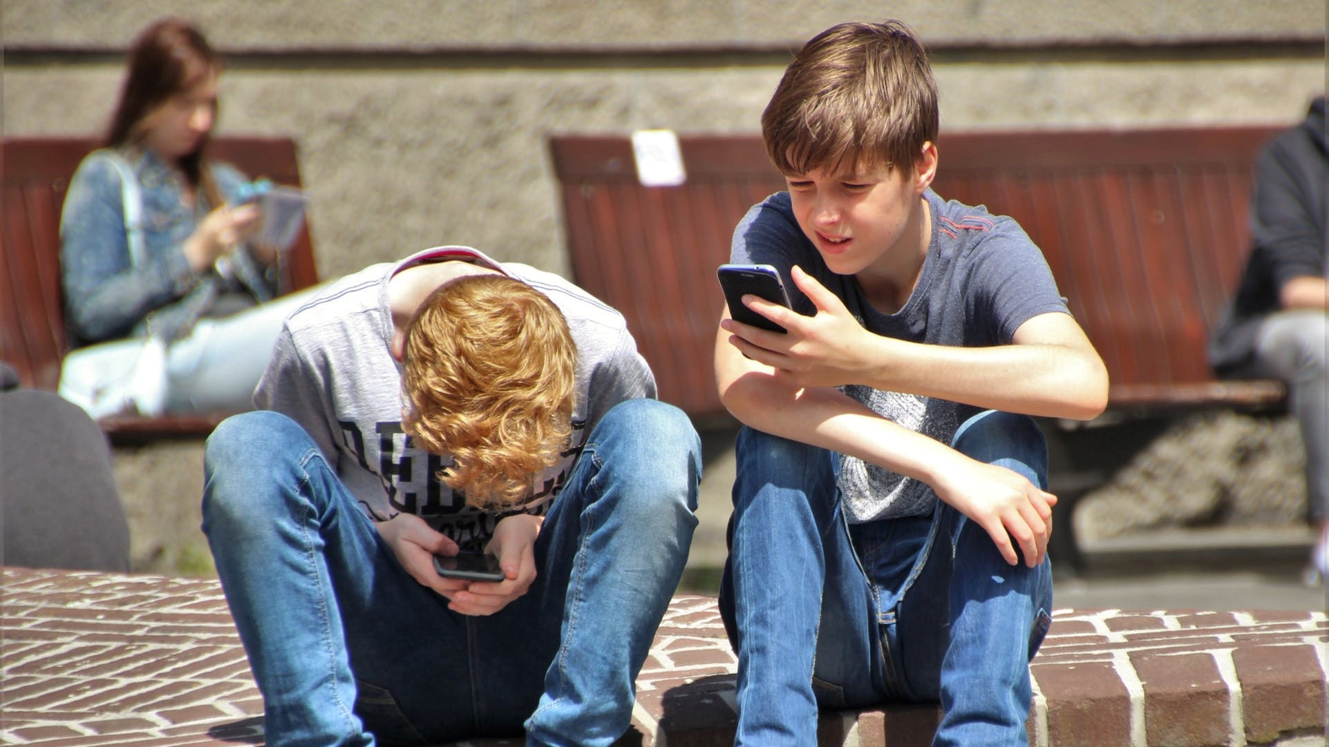 kids on phones (4)
